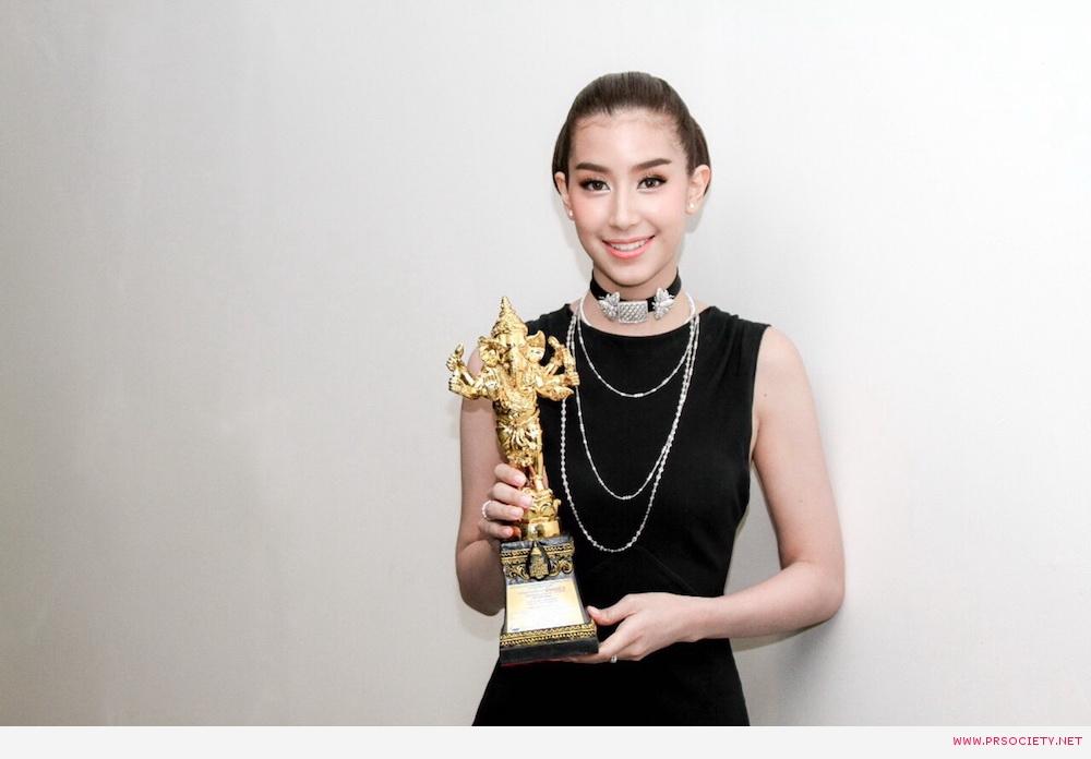 มิ้นท์ ชาลิดา รางวัลนักแสดงนำหญิงยอดเยี่ยม จากละคร สองหัวใจนี้เพื่อเธอ