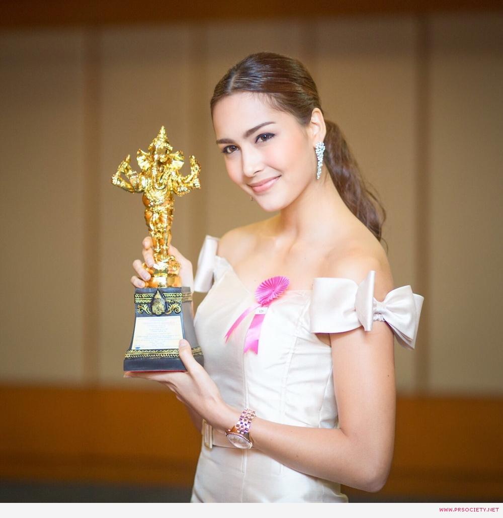เซฟฟานี อาวะนิค กับรางวัลนักแสดงดาวรุ่งยอดเยี่ยมจากละคร เพลิงตะวัน