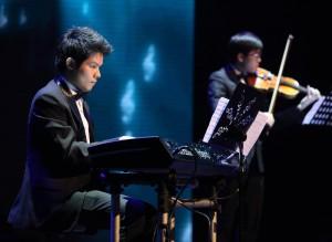 การแสดงเปียโน และ ไวโอลิน อวยพรตรุษจีน