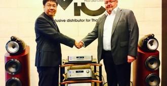 สมัคร สมัครคามัย  CEO M+C และ Mr.Lars Hundborg  CEO B&W ประจำเอเชียแปซิฟิค_3