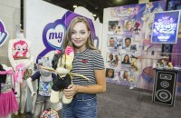 maddie-ziegler-mlp-movie-hair-streaks-hascon-01