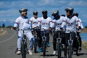 ตูน และผู้โชคดี ปั่นจักรยานบนเส้นทางริมทะเลสาปพูคากิ