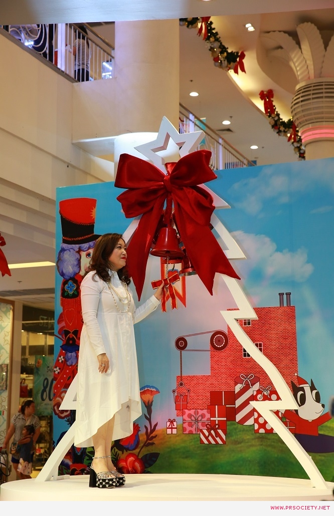 4.THE MALL SHOPPING CENTER JOY OF GIVING