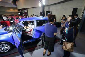 2.บรรยากาศชม All New Suzuki SWIFT