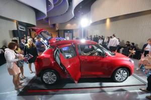 3.บรรยากาศชม All New Suzuki SWIFT