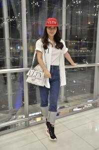 1. มิว Airport Look