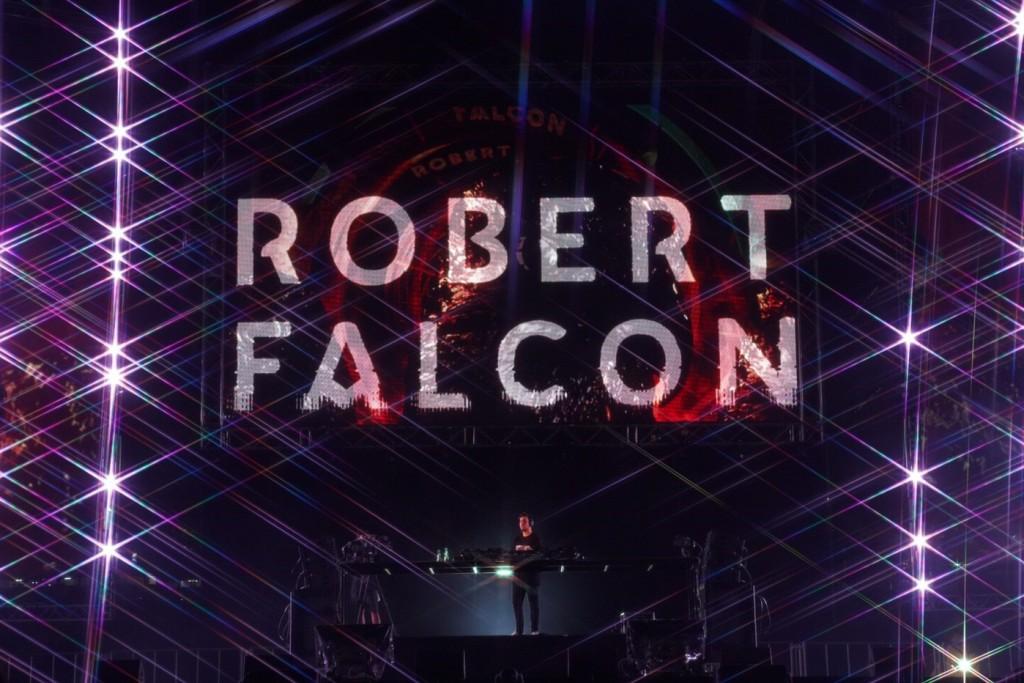 Robert Falcon1