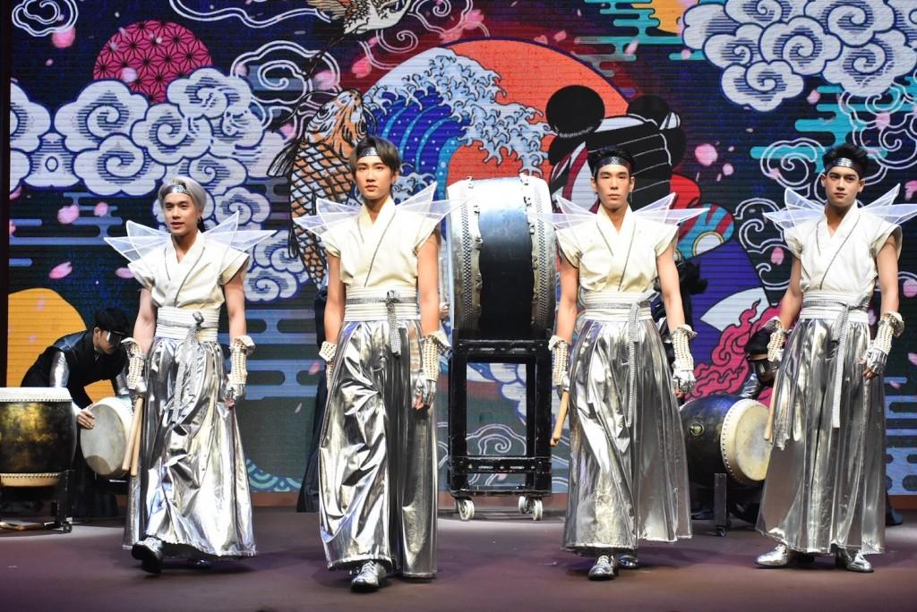 5.โชว์ตีกลองสุดเท่สไตล์ญี่ปุ่นจาก เจมส์, กัปตัน , เจเจ, ไอซ์