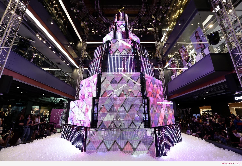 11.ต้นคริสต์มาสมัลติมีเดียสุดล้ำ ในงาน Siam Center The Magical Playground Celebration 2020