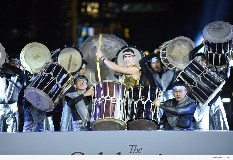 4.ณเดชน์ ร่วมโชว์การแสดงในชุด Rhythm of Success เกียรติไทยกึกก้องทั่วโลกา