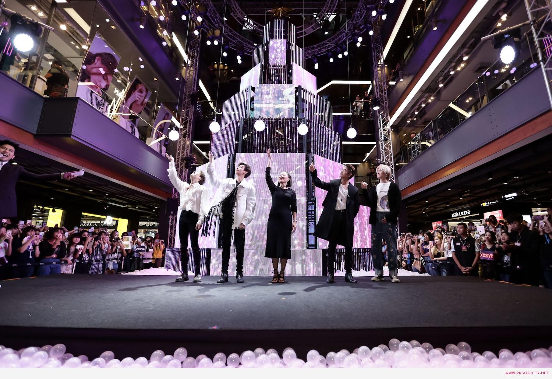4.หนุ่มสุดฮอตแห่งวง Trinity เปิดต้นคริสต์มาสมัลติมีเดียสุดล้ำ ในงาน Siam Center The Magical Playground Celebration 2020