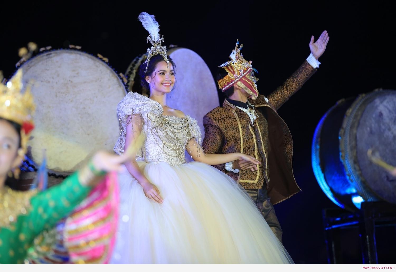 7.ญาญ่า - อุรัสยา  ร่วมโชว์การแสดงในชุด Happiness of Extraordinary สุขล้ำเหนือจินตนาการ