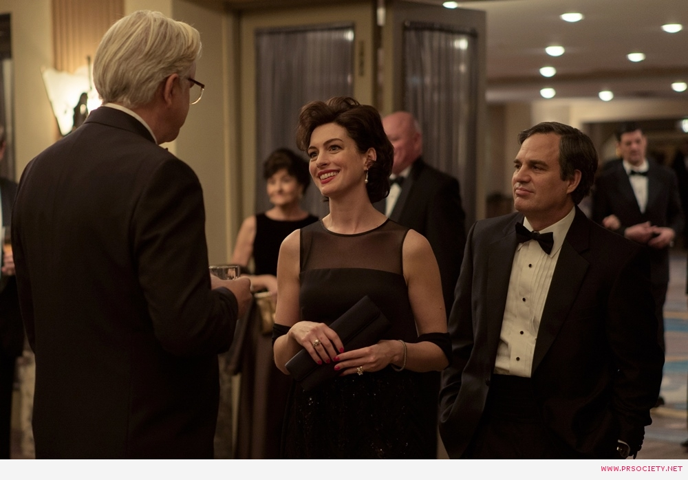 "(L to R) Tim Robbins as ""Tom Terp"", ""Anne Hathaway as ""Sarah Barlage"" and Mark Ruffalo as ""Robert Bilott"" in director Todd Haynes' DARK WATERS, a Focus Features release. Credit : Mary Cybulski"