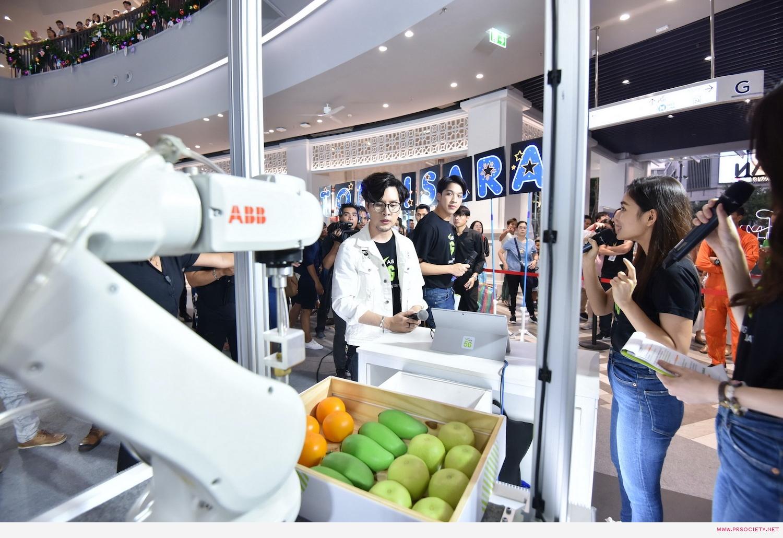 3.ทอม ถูกใจเทคโนโลยีใช้หุ่นยนต์ช้อปปิ้งผลไม้ ด้วย5G