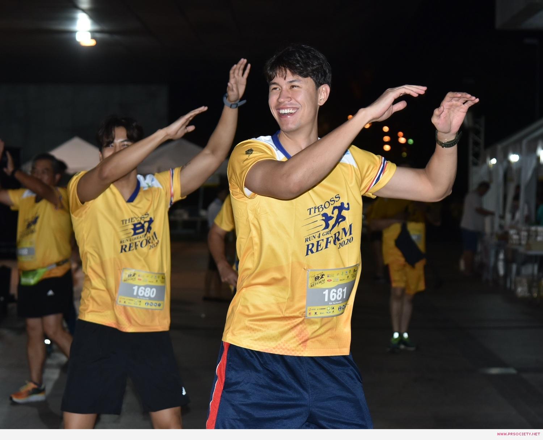 หนุ่ม ๆ เดอะเฟซเมนไทยเเลนด์ วอร์อัพก่อนวิ่ง 5 โล (2)