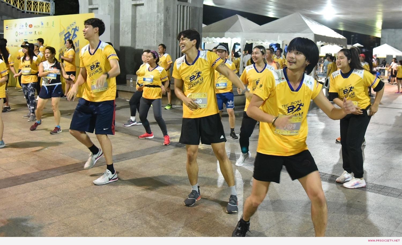 หนุ่ม ๆ เดอะเฟซเมนไทยเเลนด์ วอร์อัพก่อนวิ่ง 5 โล (4)