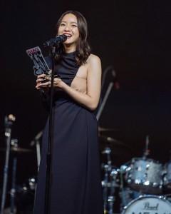 ภาพ อิ้งค์ วรันธร รับรางวัลจาก the guitar mag awards 2020 (2)