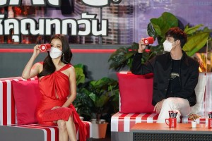 5-NESCAFE-Day-2021-Baifern-and-Tor-playing-Game11